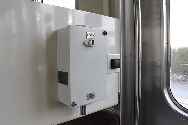 水島臨海鉄道キハ30形 ドア開閉装置(ドア横)