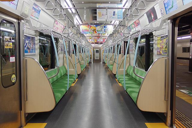 都営地下鉄10-300形(5次車)車内