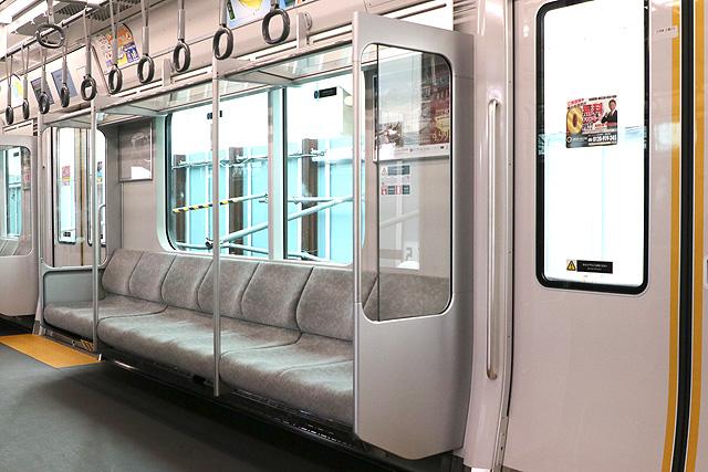 相鉄12000系 座席、袖仕切り、スタンションポール