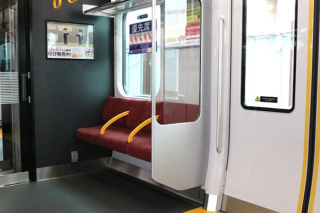 相鉄12000系 優先席(ユニバーサルデザインシート)