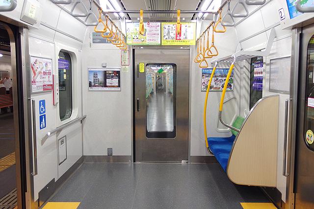都営地下鉄10-300形(5次車)貫通路