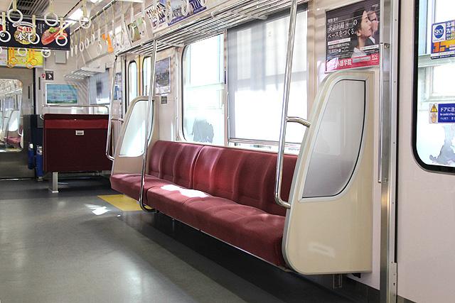 京急1000形(16次車) 座席、袖仕切り、スタンションポール、カーテン