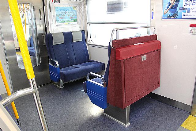 京急1000形(16次車) ボックスシート(優先席)、補助いす