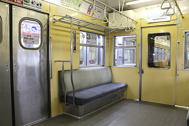 長野電鉄3500系 優先席、吊革