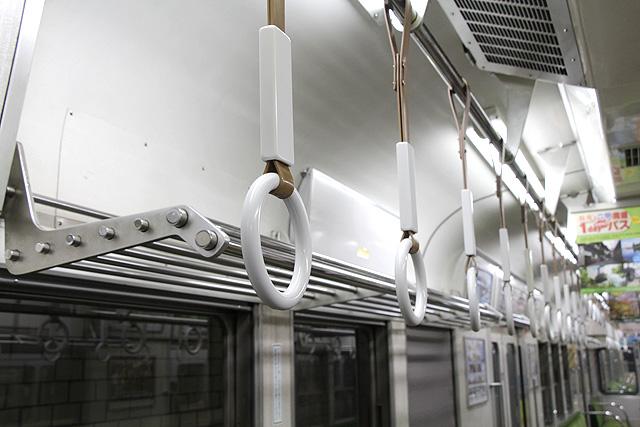 神鉄1350形(未更新車)吊革