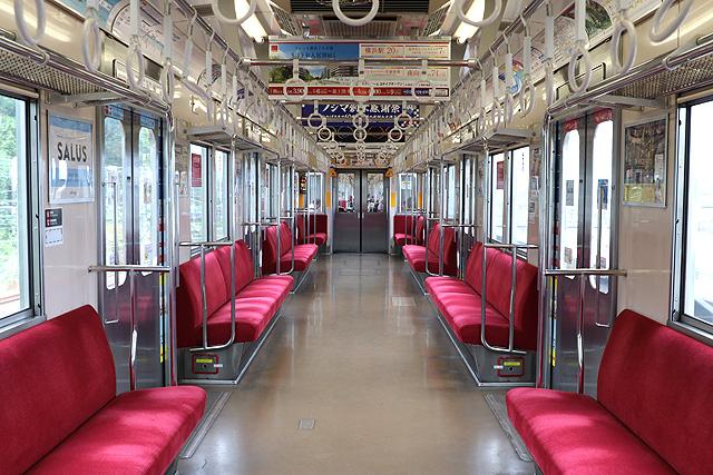 東急8500系(軽量車)車内