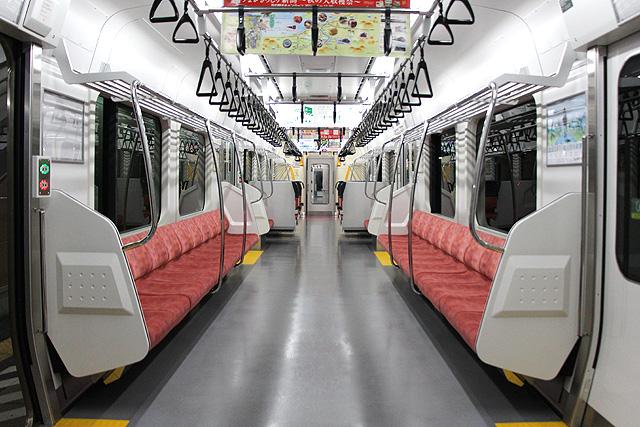 JR東日本E129系 車内(ロングシート部)