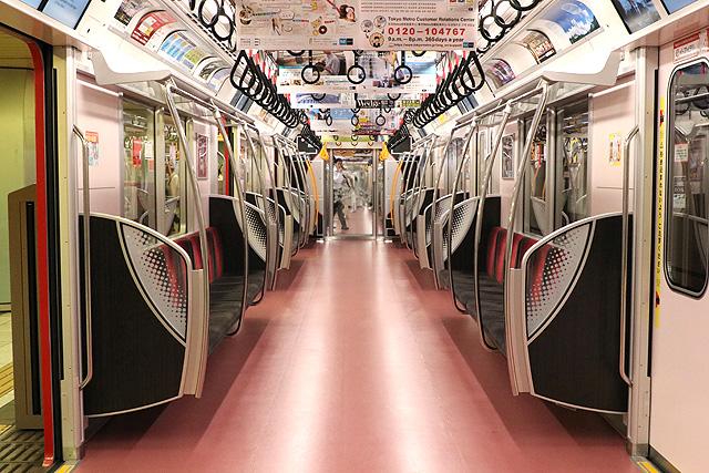 東京メトロ2000系車内