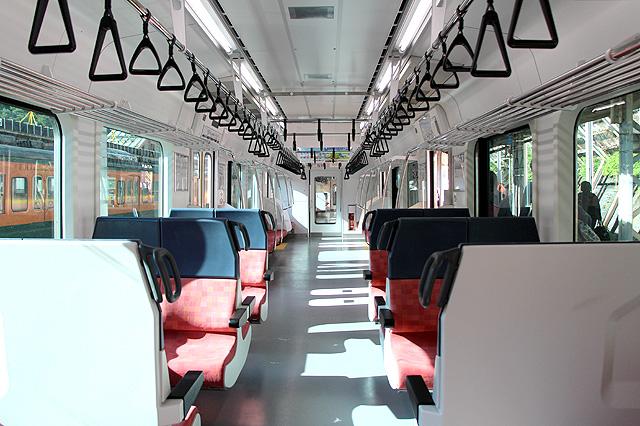 JR東日本E129系 車内(セミクロスシート部)
