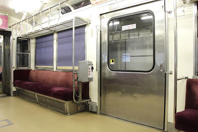 北陸鉄道8000系(8800番台) 客用ドア、カーテン