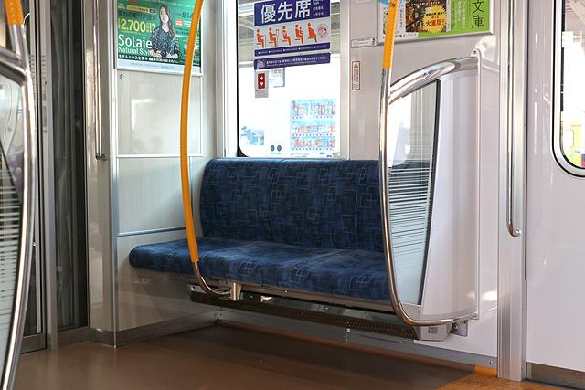 東武70000系 優先席