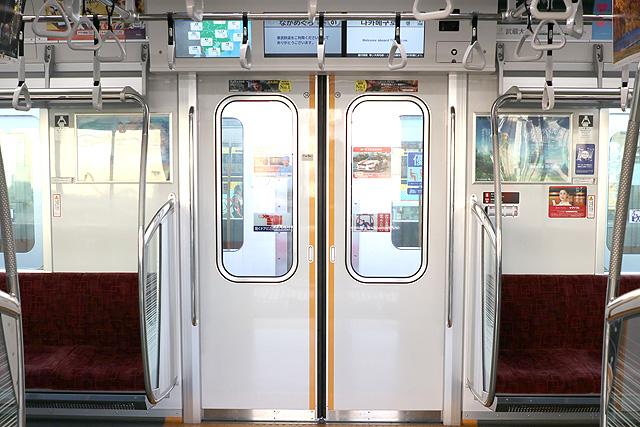 東武70000系 客用ドア