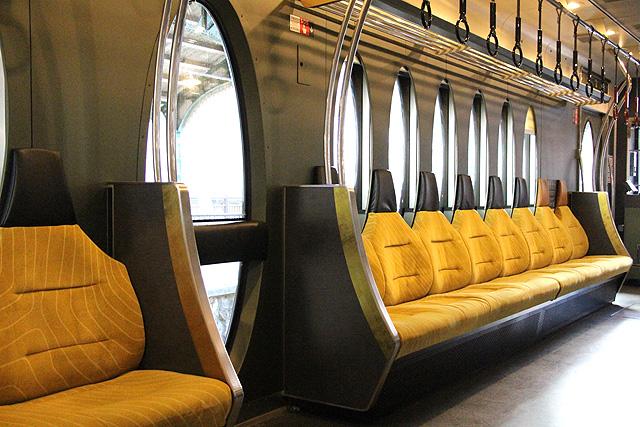 叡電デオ730形「ひえい」 座席、袖仕切り、フリースペース