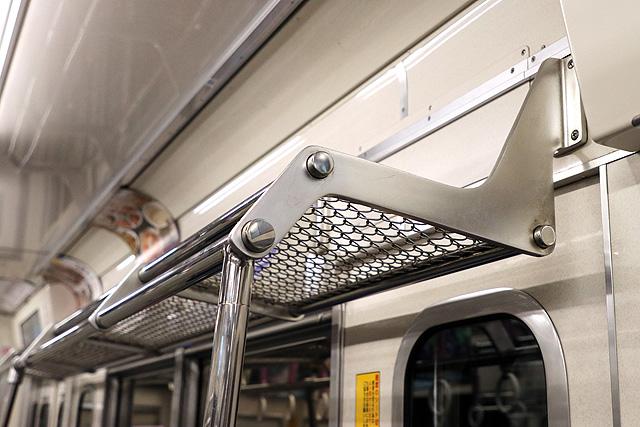 西武6000系(ステンレス車、直通対応)荷棚