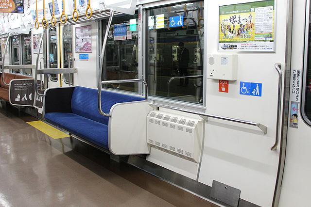 南海8300系(2次車)優先座席、車いすスペース