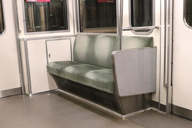 西武6000系(ステンレス車、直通対応)優先席