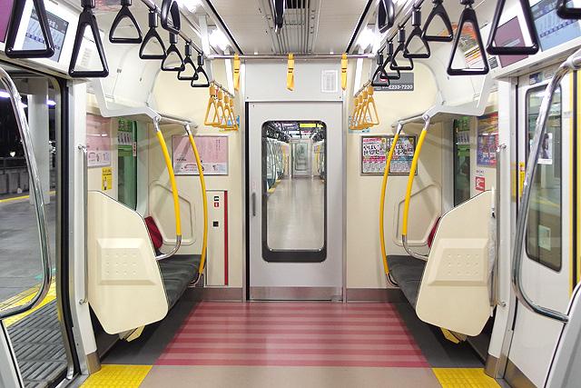 JR東日本E233系7000番台 貫通路