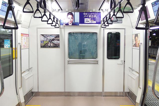 JR東日本E233系7000番台 乗務員室背面