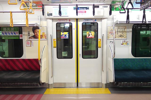 JR東日本E233系7000番台 客用ドア