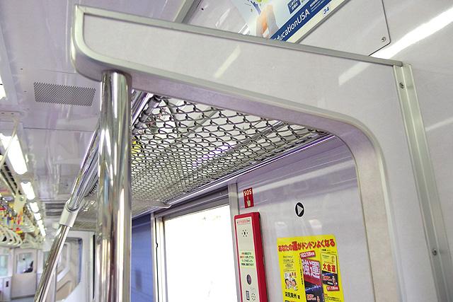東京メトロ8000系(後期修繕車)荷棚