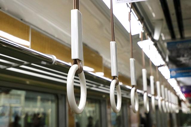 阪急7000系(VVVF化リニューアル車)吊革