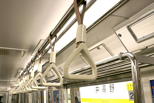 Osaka Metro 80系 吊革