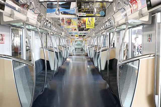 東京メトロ13000系 車内