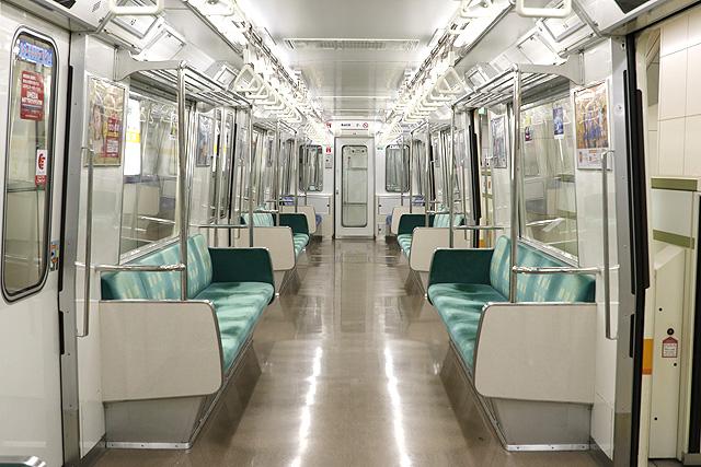 Osaka Metro 80系 車内デザイン