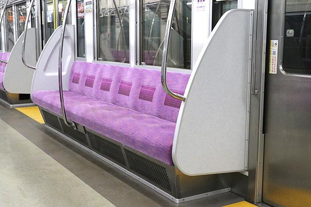 京王7000系(2連ワンマン車)座席、袖仕切り
