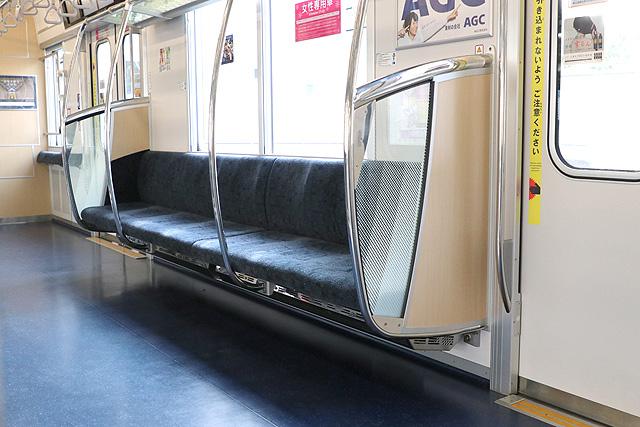 東京メトロ13000系 座席、袖仕切り、スタンションポール