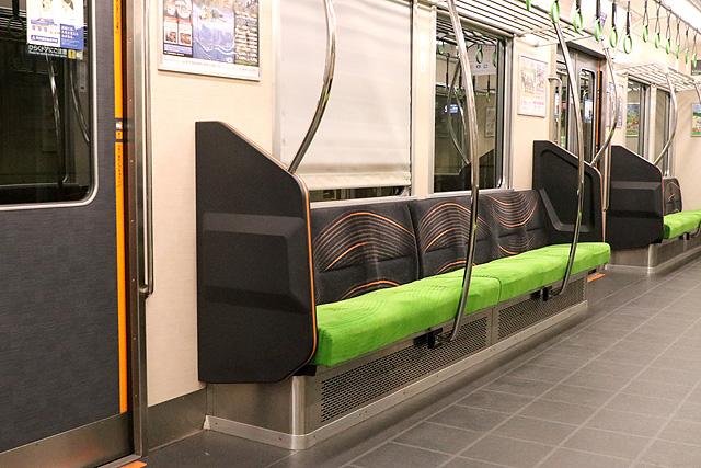 京阪6000系(リニューアル車) 座席、袖仕切り、スタンションポール、カーテン