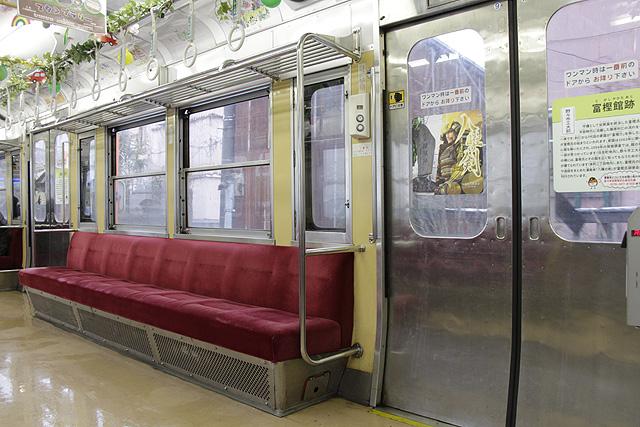 北陸鉄道7700系 座席、袖仕切り、半自動スイッチ