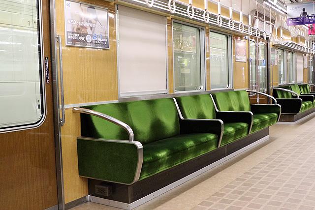 阪急7000系(VVVF化リニューアル車)座席、袖仕切り、カーテン