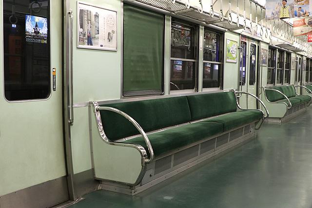 京阪2600系30番台 座席、袖仕切り、カーテン