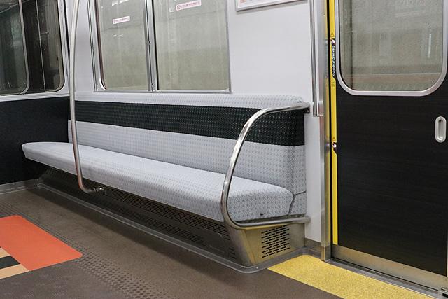 近鉄2800系AX17編成(B更新車)座席、袖仕切り、スタンションポール