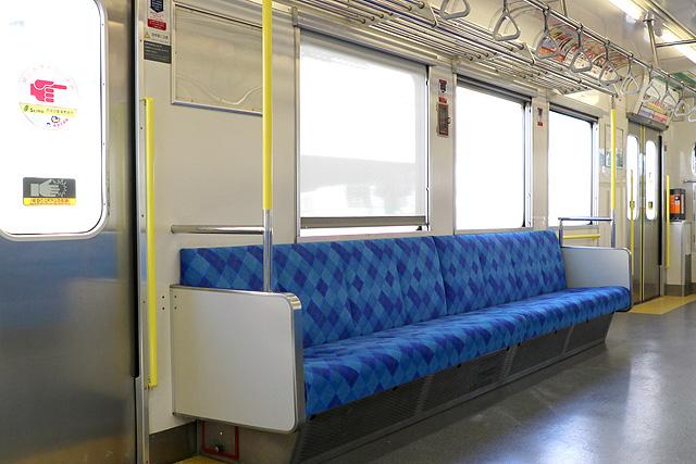 上信電鉄700形 座席、袖仕切り