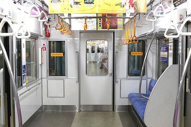 京王7000系(2連ワンマン車)貫通路
