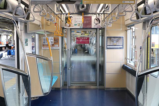 東京メトロ13000系 貫通路