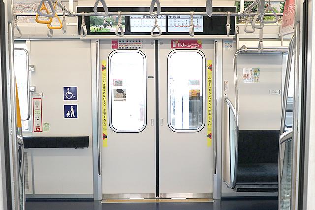 東京メトロ13000系 客用ドア