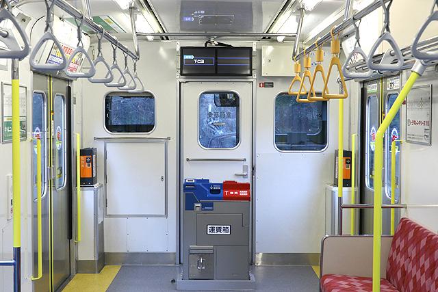 上信電鉄700形 乗務員室背面、運賃表、運賃箱、整理券発行機