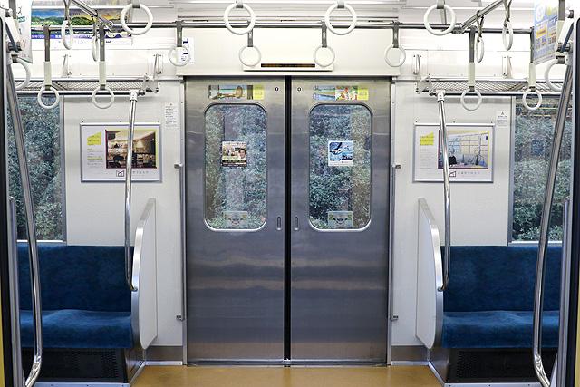 西武新2000系(リニューアル車)客用ドア