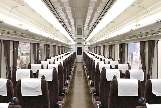 東武200系 車内デザイン