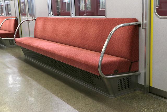 近鉄1420系 座席、袖仕切り