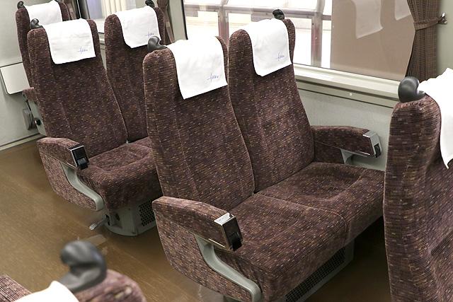 東武200系 回転式リクライニングシート