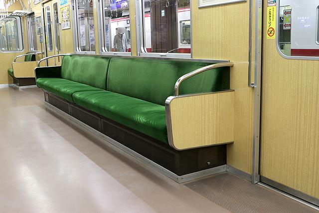 神戸電鉄5000系 座席、袖仕切り