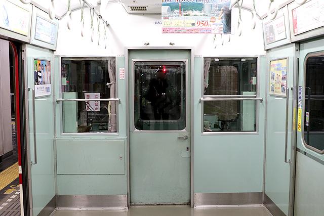 神鉄1370形 乗務員室背面