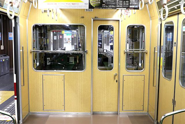 神戸電鉄5000系 乗務員室背面