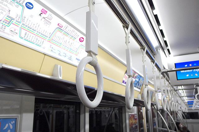 京王5000系1次車(ロングシート時)吊革