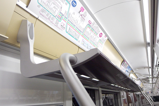 京王5000系1次車(ロングシート時)荷棚