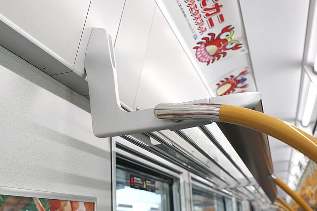 JR西日本323系 荷棚